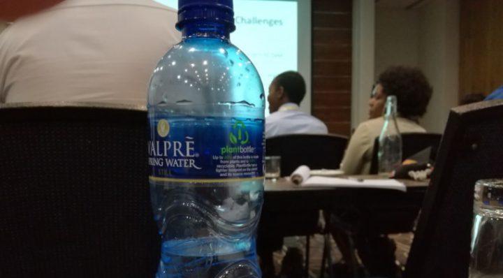 Nowe przepisy dotyczące plastiku! Jak się rysuje przyszłość wody butelkowanej?
