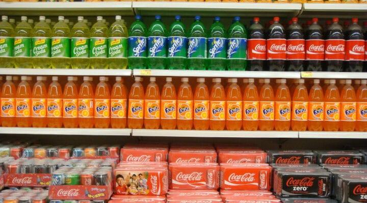 Słodzone napoje drożeją! Woda butelkowana też! Co robić?